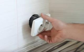Как закрепить розетку в стене — детальная инструкция