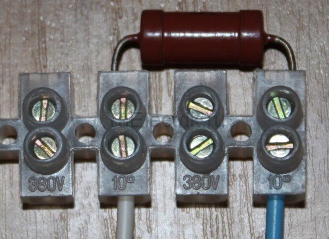 установка резистора в распаечной коробке