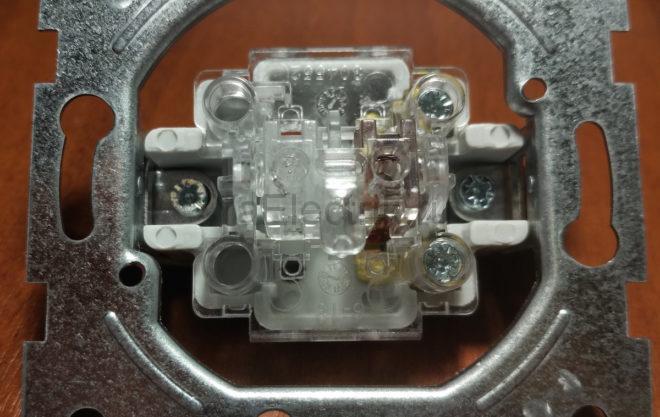 внутренняя часть выключателя