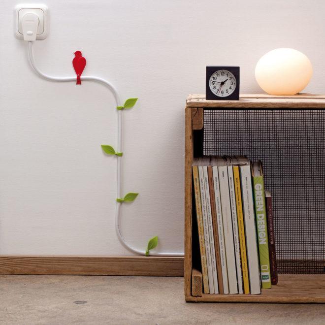 декорирование провода на стене