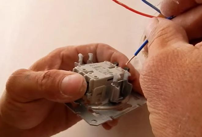 подключение перекидного выключателя