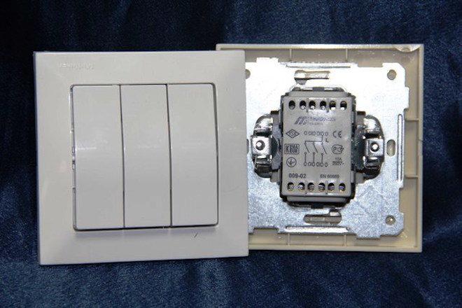 конструкция трехклавишного выключателя