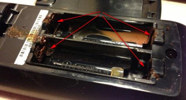 Если потекла батарейка, контакты прибора окисляются
