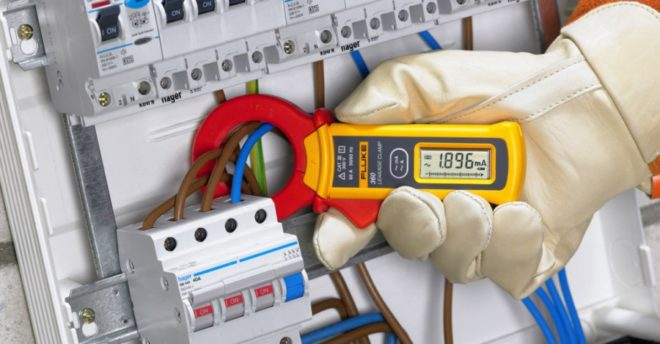 При измерении большого тока мультиметром надо надевать перчатки