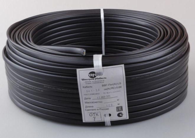 бухта кабеля с этикеткой производителя