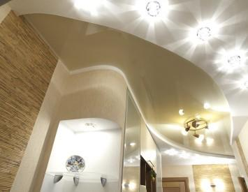 Применение точечных светильников позволяет добиться равномерного освещения комнаты любой площади