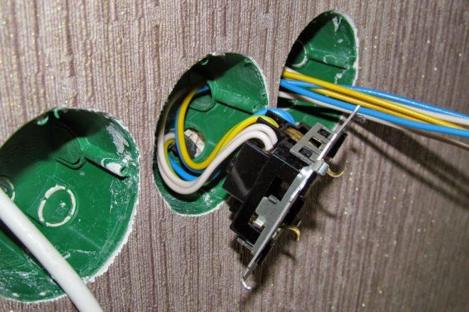 розетка подключена к проводам