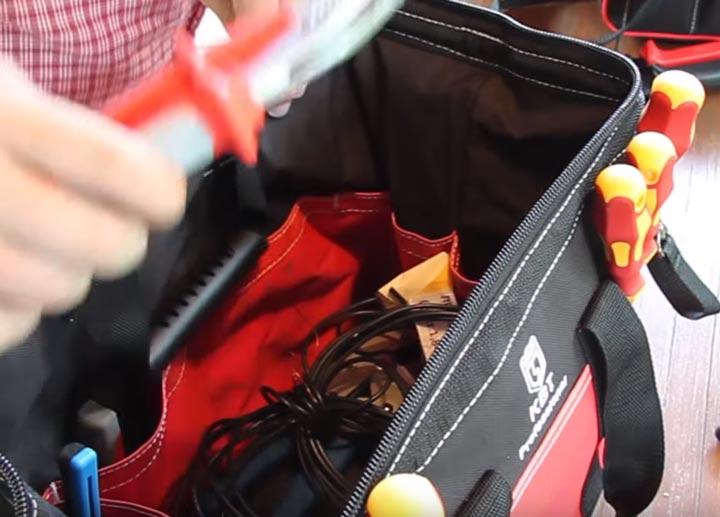 что помещается внутри сумки монтажника КВТ С-01