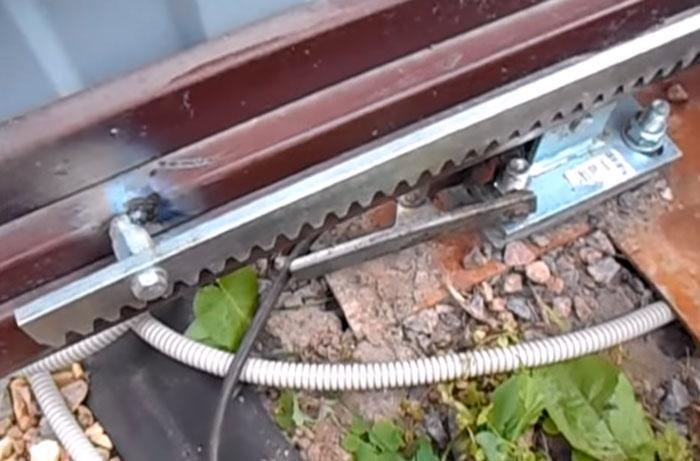 сварка бобышек на зубчатой рейке выдвижных ворот