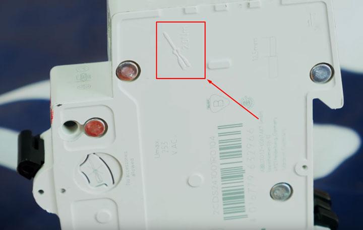 с каким усилием можно закручивать контакты на модульных автоматических выключателях