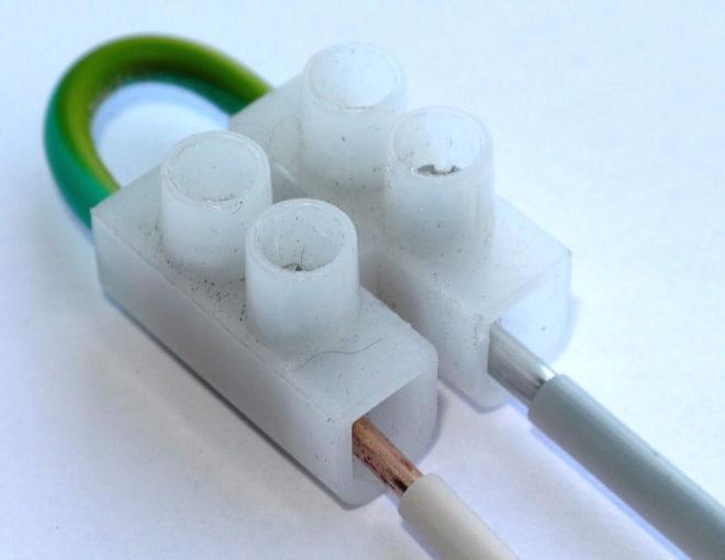 соединение медного и алюминиевого проводов в клеммной колодке