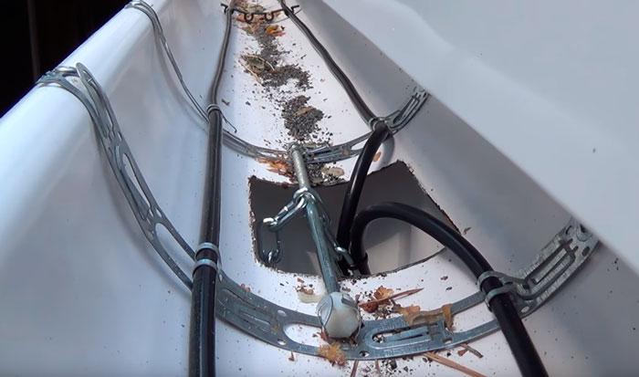 ошибка при подвешивании кабеля обогрева в водосточной трубе