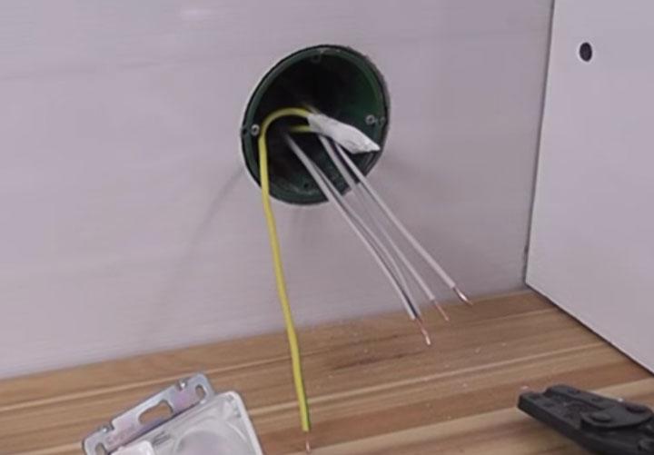 изоляция проводов в подрозетнике изолентой