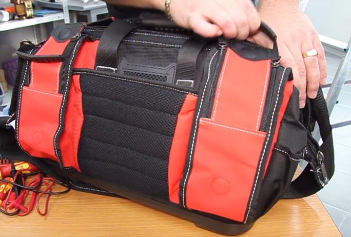 боковые карманы на замках сумки С-05