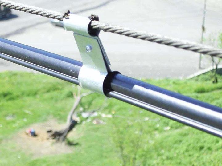 подвеска бронированного кабеля на тросу