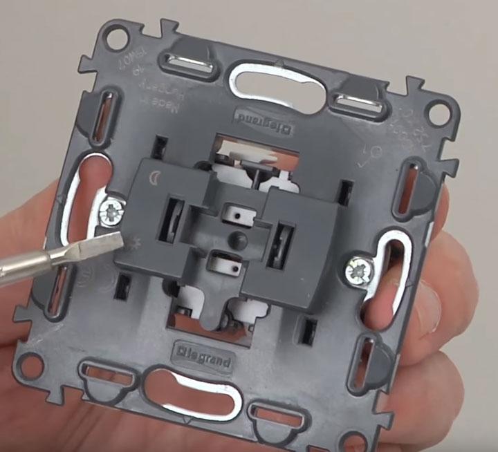 условное обозначение положения контактов выключателя вкл и выкл
