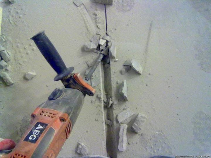 выбивание борозды штробы под кабель