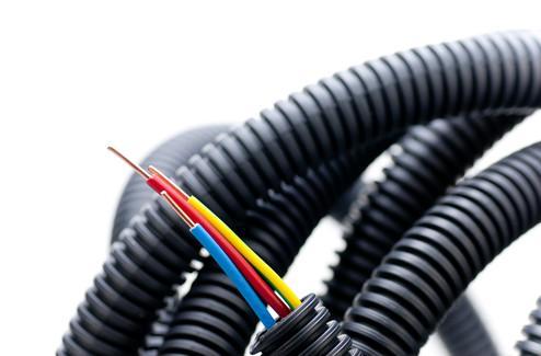 электропроводка в защитных рукавах
