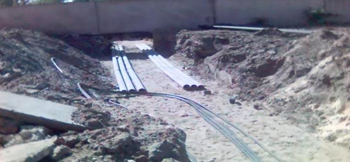 соединение отдельных кусков труб при переходе кабеля через дорогу