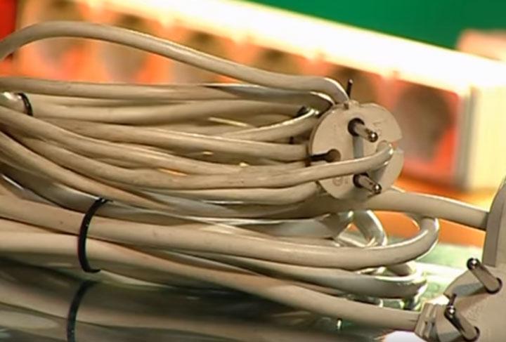 сравнение тонкого и толстого провода на удлинителях