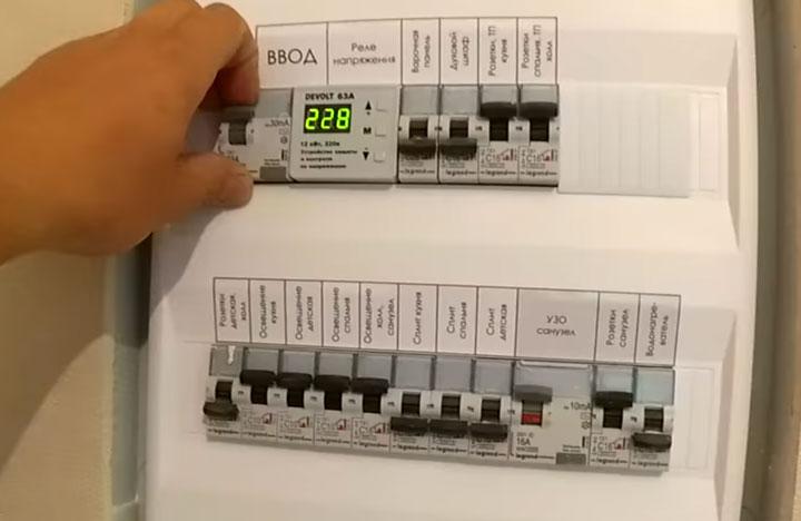 почему нужно отключать общий автомат ввода при замене розеток