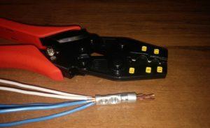 Применение обжимных устройств делает соединение проводов надежным