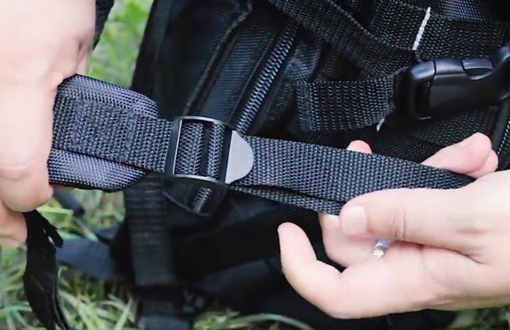 трехщелевая пряжка на боковых стропах рюкзака КВТ