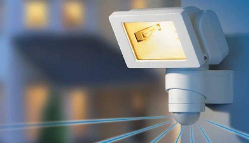 светильник для уличного освещения с датчиком движения