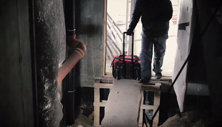 перемещение сумки КВТ С-02 в узких местах