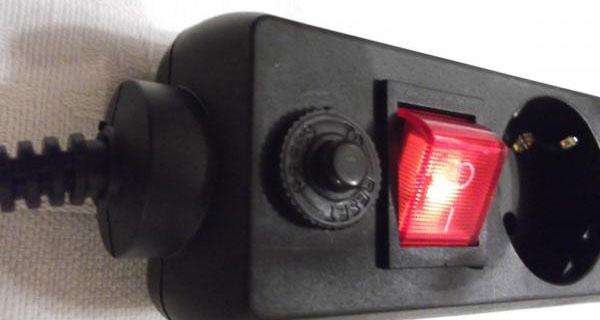 четырехполюсный выключатель и кнопка на удлинителе