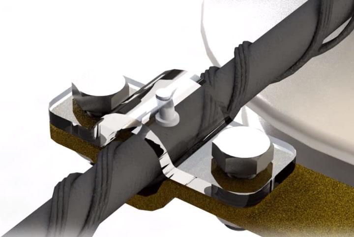 установка универсального зажима между витками спиральной вязки на СИП-3