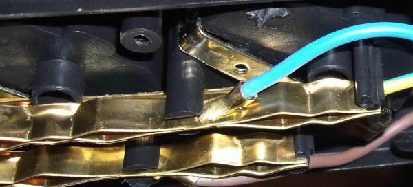 латунные контактные пластины внутри удлинителя как определить из чего сделаны