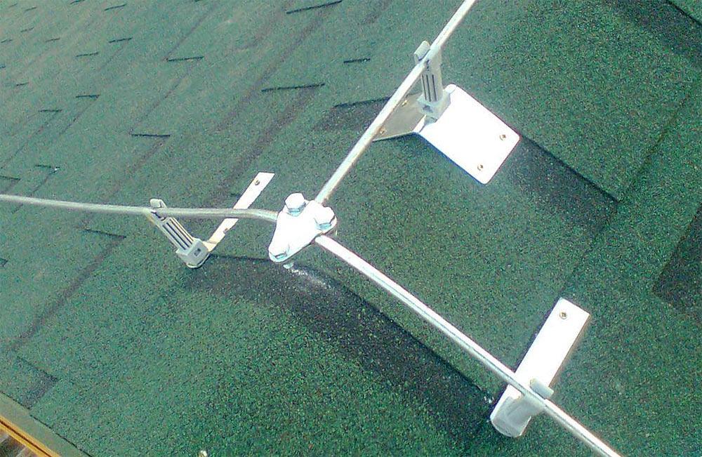 Крепление токоотводов к крыше