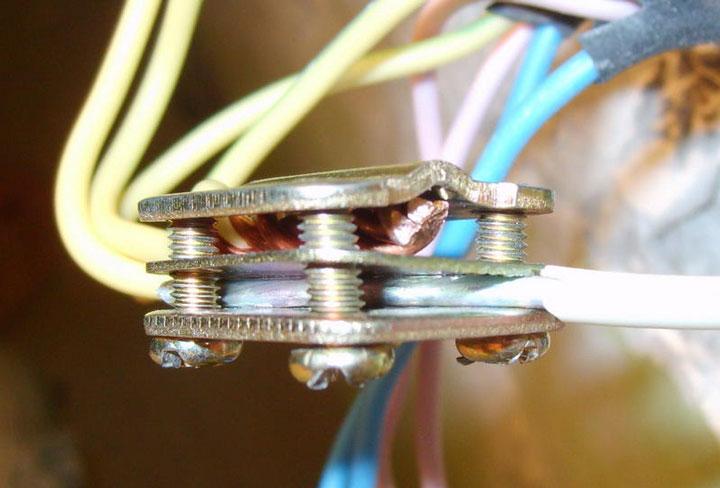 можно ли подключать медную и алюминиевую проводку через зажим орешек