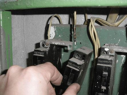 автомат в щитовой старого образца как заменить на модульный