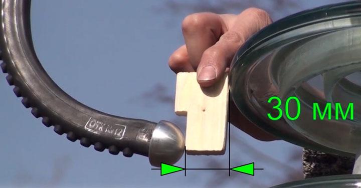 расстояние между электродом разрядника и юбкой первого изолятора ПС-70