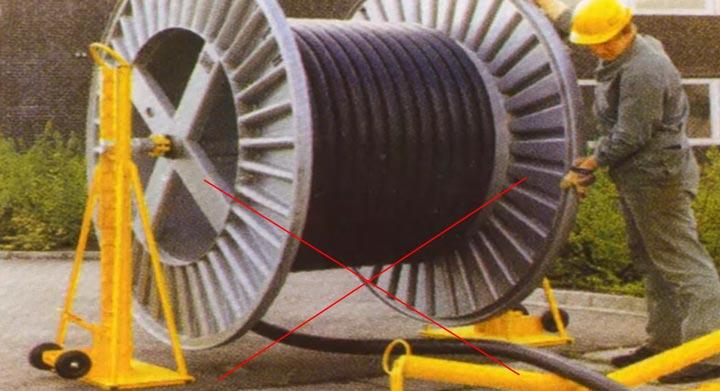 неправильная раскатка кабеля из сшитого полиэтилена снизу барабана