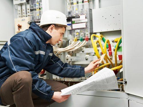 Для получения 5 группы электробезопасности работник должен уметь разбираться в технической документации, чертежах, схемах