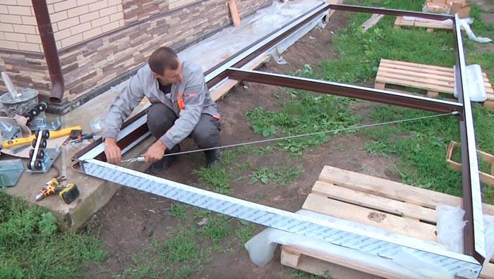 тросовая оттяжка для регулировки диагоналей на откатных воротах