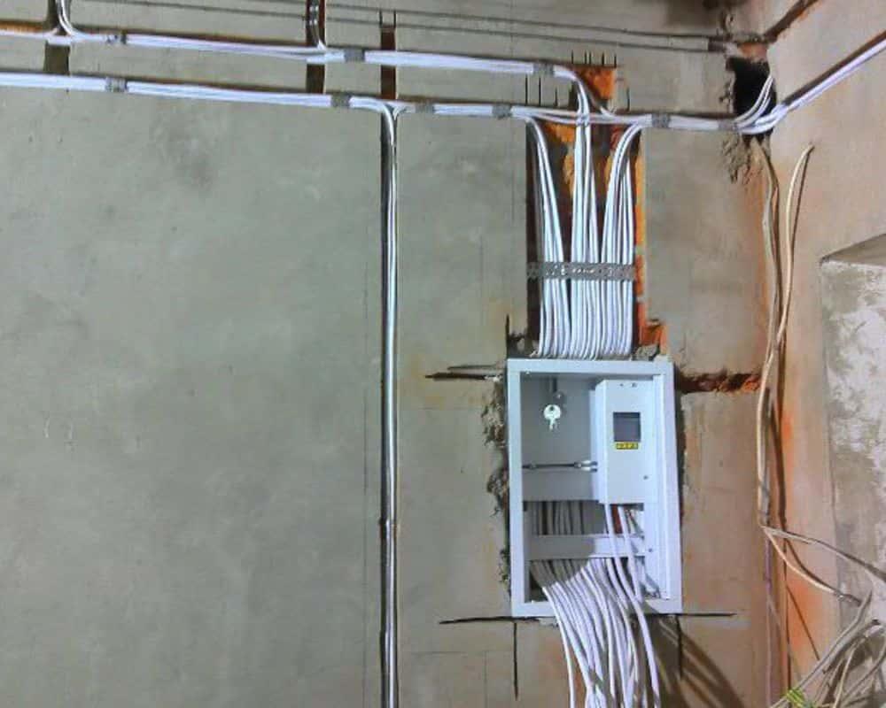 Кабели в штробах с выходом в электрощиток