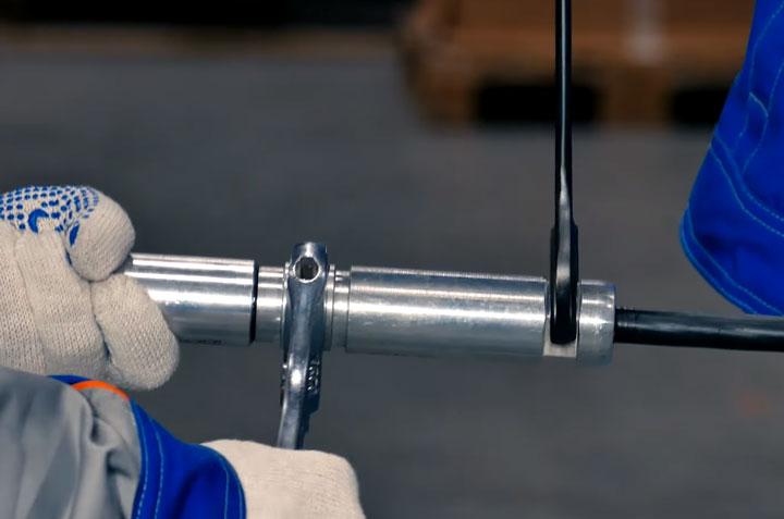 соединение проводов СИП-3 с помощью цанговых зажимов Niled