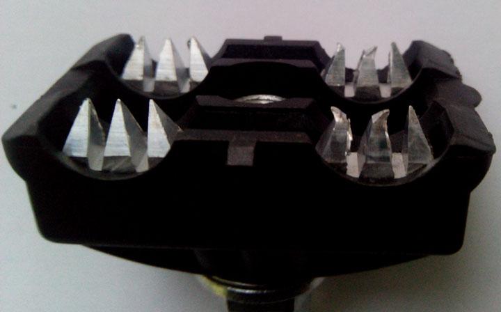 зубья прокалывающего зажима до и после прокола СИП