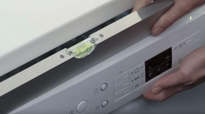 почему посудомоечная машинка должна стоять ровно
