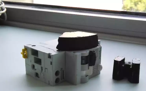 Для проведения проверки нужно подобрать подходящий по размерам постоянный магнит