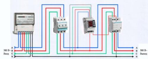 Схема подключения нескольких реле напряжения в трехфазную сеть может применяться и в быту, и в производстве