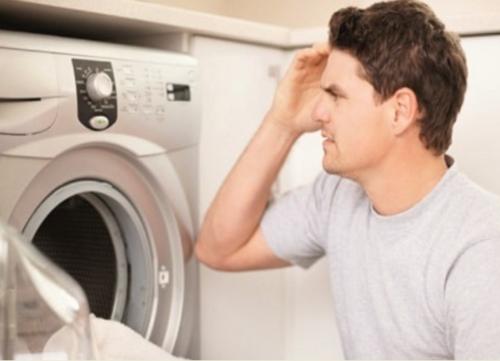 Отключение может произойти и при выполнении стиральной машинкой своих функций