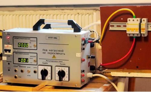 Проверка работоспособности и исправности автоматических выключателей производится способом прогрузки прибора