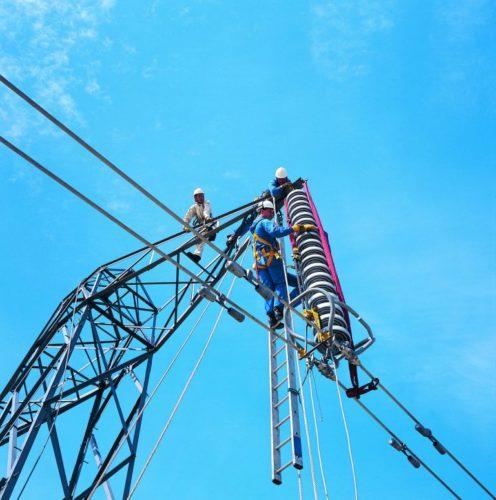 Работник с четвертой категорией электробезопасности может работать с электроустановками свыше 1000 В