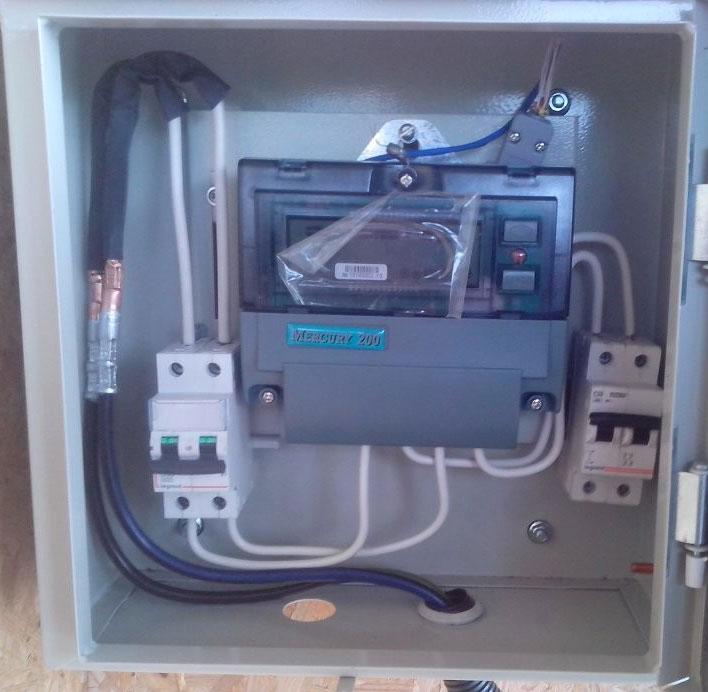 подключение алюмомедными гильзами медного провода и СИП в шкафу учета