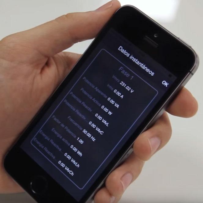 данные замеров напряжения, тока, мощности в розетке дома на смартфоне